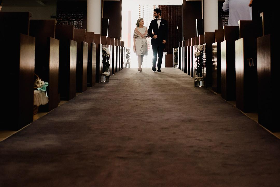 entrada do noiva na cerimónia